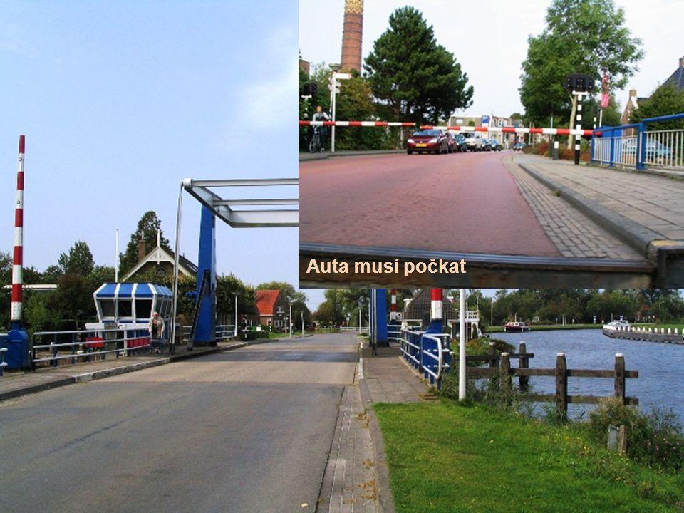 Zvedací most v klidu Auta musí počkat