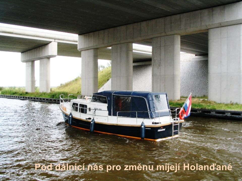Pod dálnicí nás pro změnu míjejí Holanďané
