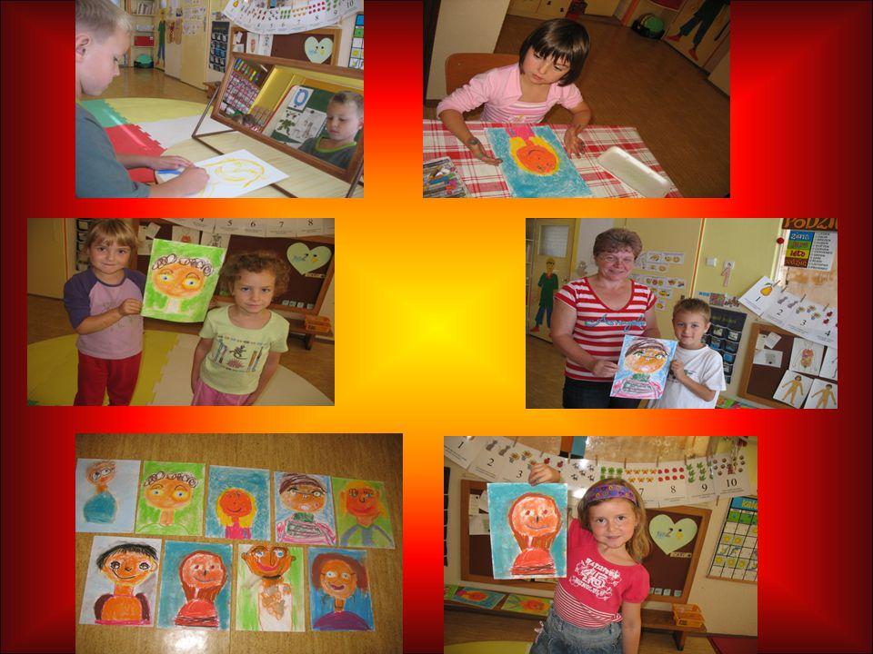 """T ř ída Medvídci – """"M ů j d ů m-moje rodina Společná práce s rodinou – na papírový dům si lepily fotografie svých blízkých, obrázky sebe sama kreslené pastelkami, dům si s rodiči dotvořily podle svých představ."""