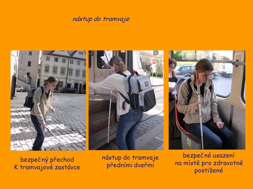 nástup do tramvaje bezpečný přechod K tramvajové zastávce nástup do tramvaje předními dveřmi bezpečné usazení na místě pro zdravotně postižené