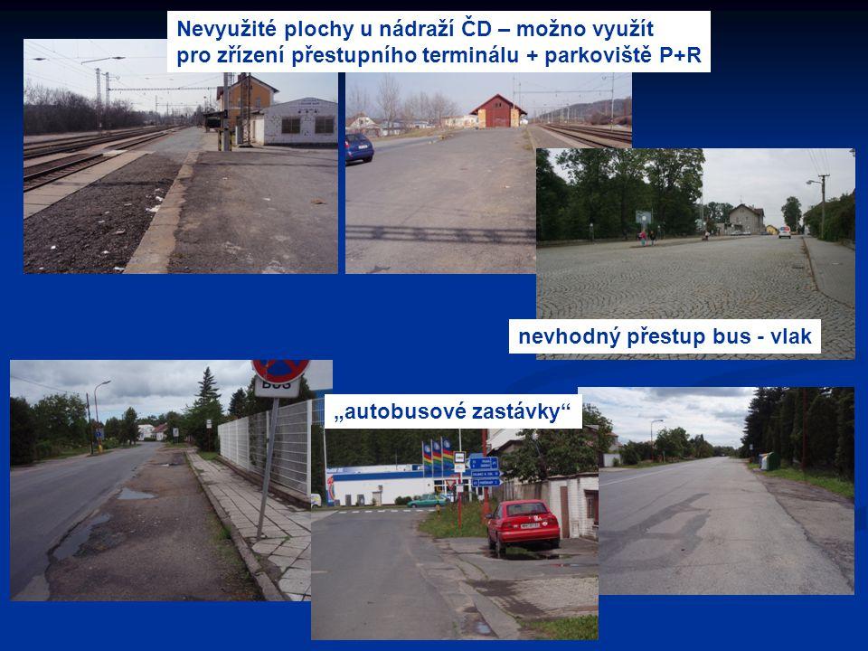 """Nevyužité plochy u nádraží ČD – možno využít pro zřízení přestupního terminálu + parkoviště P+R """"autobusové zastávky"""" nevhodný přestup bus - vlak"""