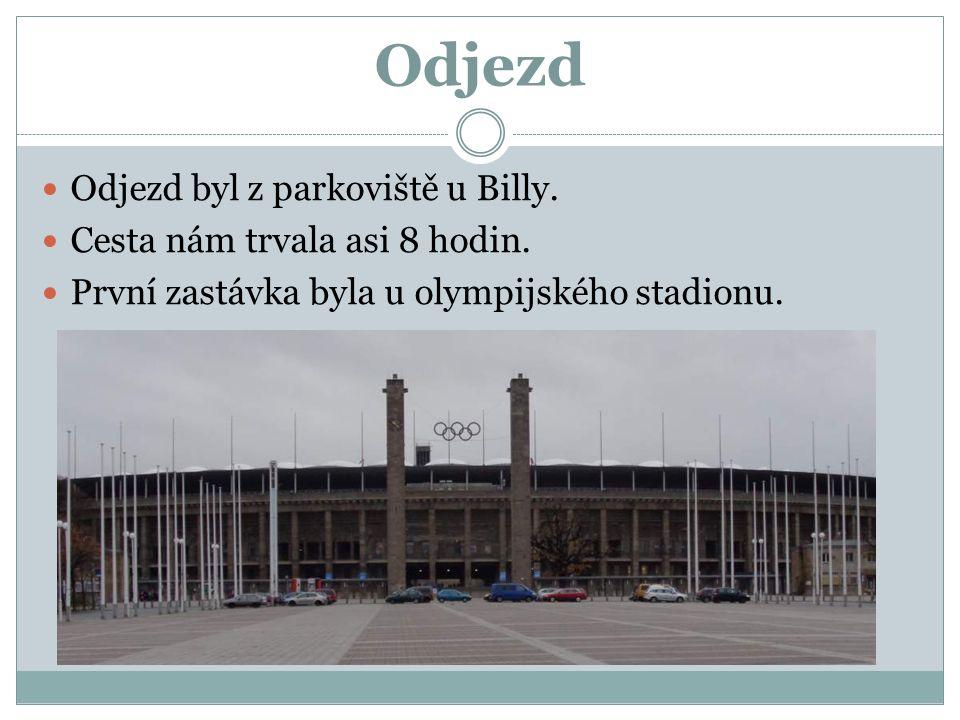 Odjezd Odjezd byl z parkoviště u Billy. Cesta nám trvala asi 8 hodin. První zastávka byla u olympijského stadionu.