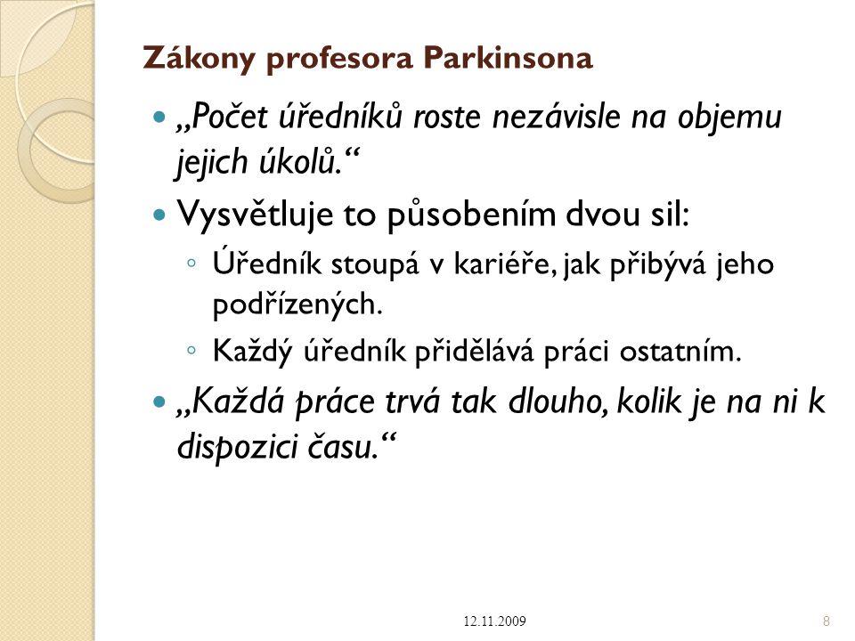"""Zákony profesora Parkinsona """"Počet úředníků roste nezávisle na objemu jejich úkolů."""" Vysvětluje to působením dvou sil: ◦ Úředník stoupá v kariéře, jak"""