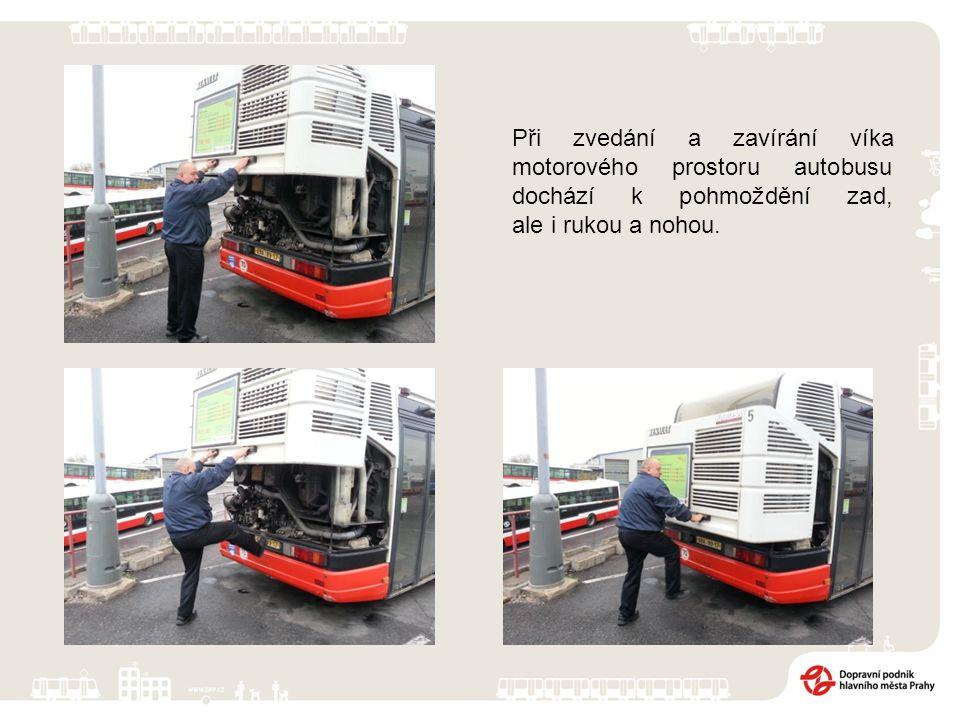Při zvedání a zavírání víka motorového prostoru autobusu dochází k pohmoždění zad, ale i rukou a nohou.