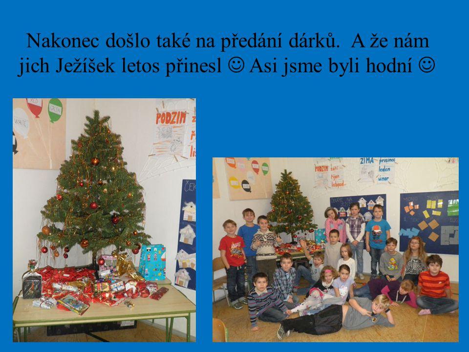 Nakonec došlo také na předání dárků. A že nám jich Ježíšek letos přinesl Asi jsme byli hodní