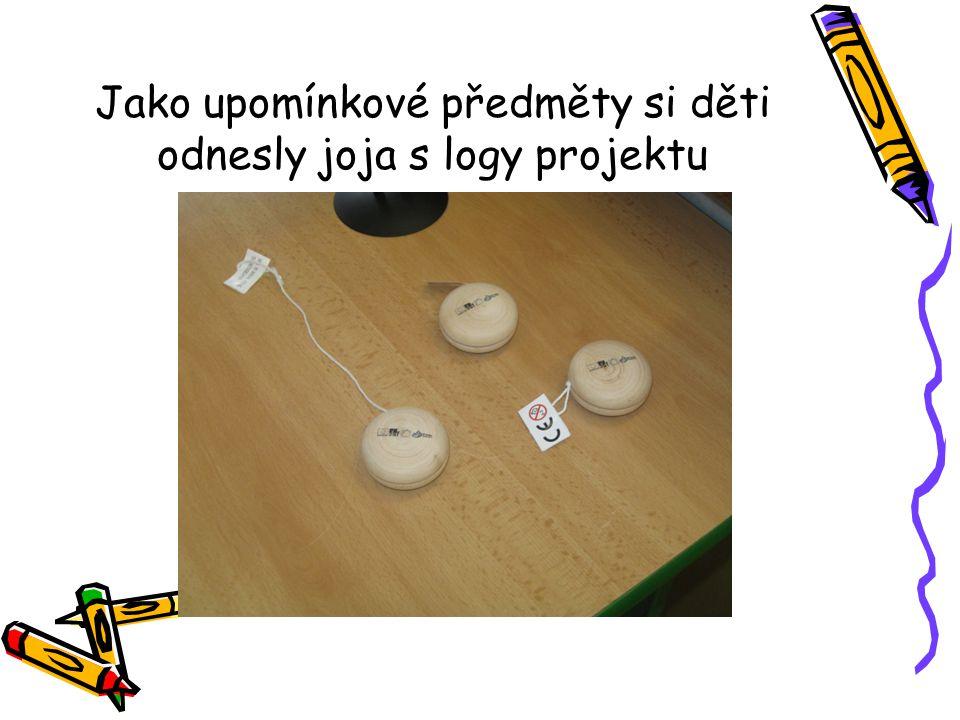 Jako upomínkové předměty si děti odnesly joja s logy projektu