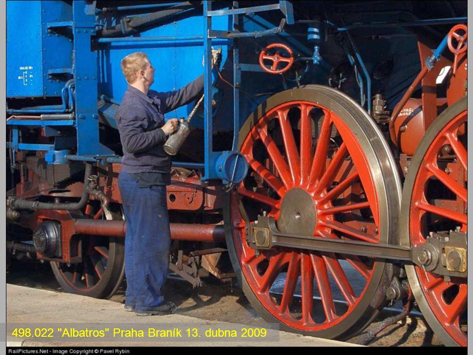 Lokomotivy řady 486.0 a 486.1 Na konci 20. let se, s rostoucí osobní dopravou, ČSD nedostávalo rychlíkových lokomotiv. To se týkalo zejména strojů úsp
