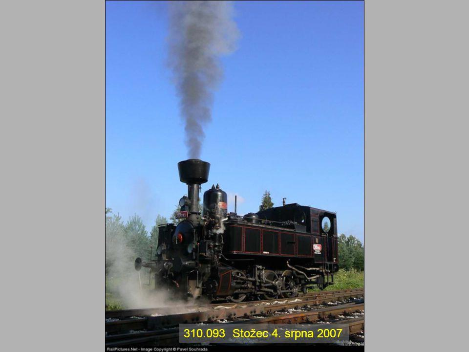 Lokomotiva 477.0 Papoušek Výrobce: ČKD Charakteristika: 2´ D 2´ p3t Rok výroby: 1950 Období provozu u ČSD: 1950 - 1981 Hmotnost (služební): 128,7 tun U prvních lokomotiv se dokonce pod skříňkami na nářadí využil prostor pro toaletu.