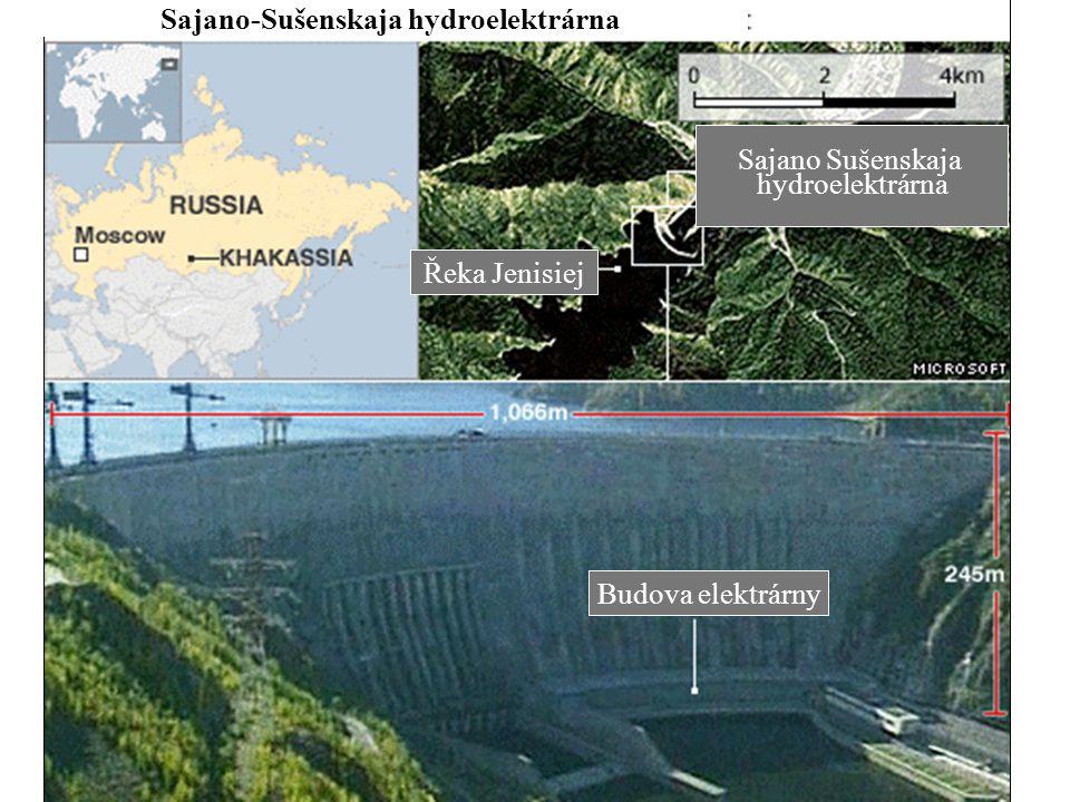Budova elektrárny Sajano Sušenskaja hydroelektrárna Řeka Jenisiej Sajano-Sušenskaja hydroelektrárna