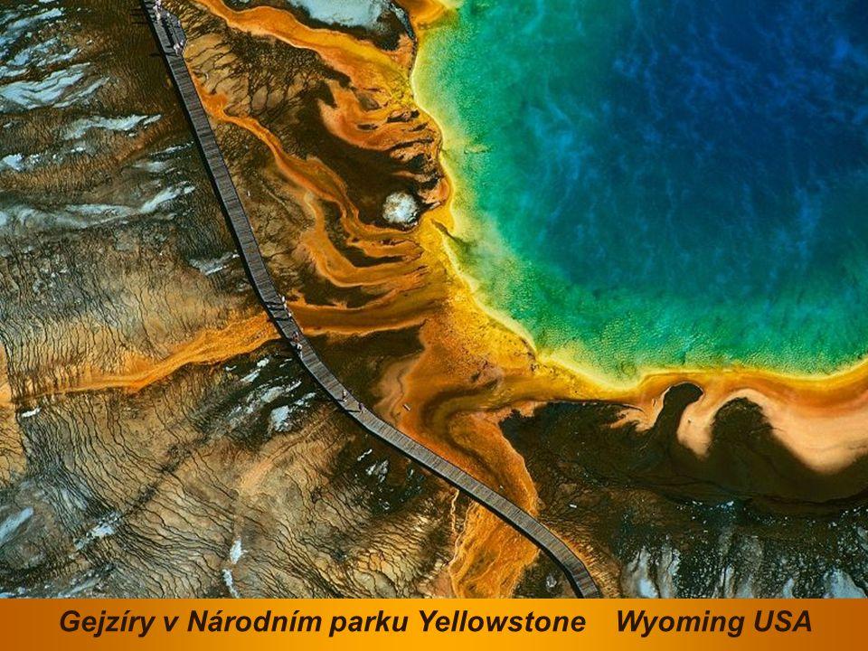 Gejzíry v Národním parku Yellowstone Wyoming USA