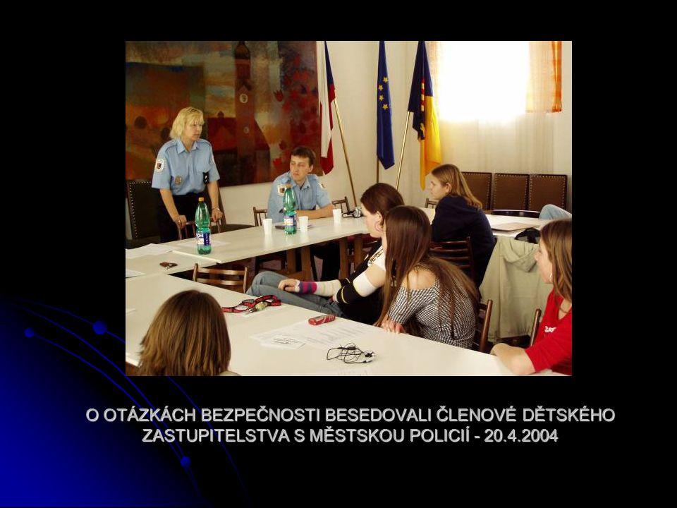 O OTÁZKÁCH BEZPEČNOSTI BESEDOVALI ČLENOVÉ DĚTSKÉHO ZASTUPITELSTVA S MĚSTSKOU POLICIÍ - 20.4.2004