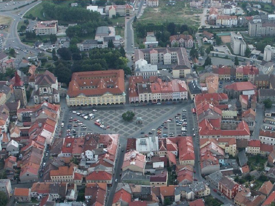 Vývoj projektu úvahy o rekonstrukci parku 2004 – dokumentace hradby 2005 – studie park 2006 – dokumentace předláždění náměstí, 2.