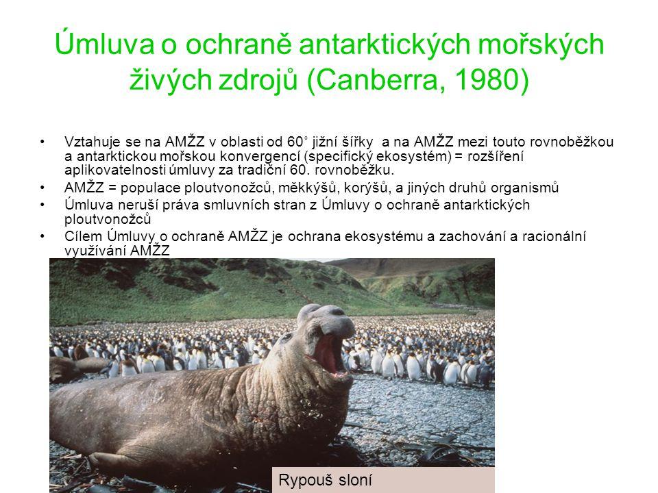Úmluva o ochraně antarktických mořských živých zdrojů (Canberra, 1980) Vztahuje se na AMŽZ v oblasti od 60˚ jižní šířky a na AMŽZ mezi touto rovnoběžkou a antarktickou mořskou konvergencí (specifický ekosystém) = rozšíření aplikovatelnosti úmluvy za tradiční 60.