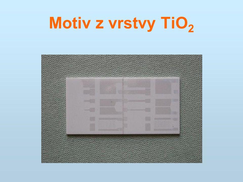 Motiv z vrstvy TiO 2