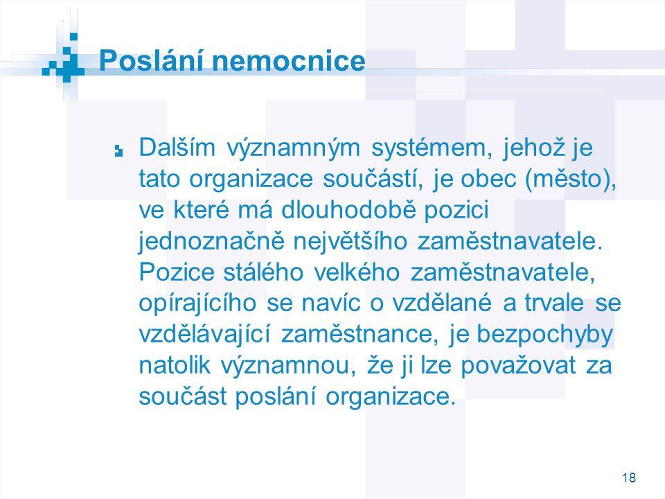 18 Dalším významným systémem, jehož je tato organizace součástí, je obec (město), ve které má dlouhodobě pozici jednoznačně největšího zaměstnavatele.