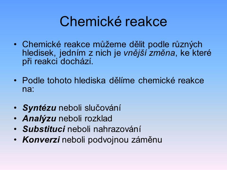 Chemické reakce Chemické reakce můžeme dělit podle různých hledisek, jedním z nich je vnější změna, ke které při reakci dochází. Podle tohoto hlediska