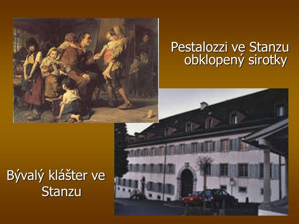 Bývalý klášter ve Stanzu Pestalozzi ve Stanzu obklopený sirotky