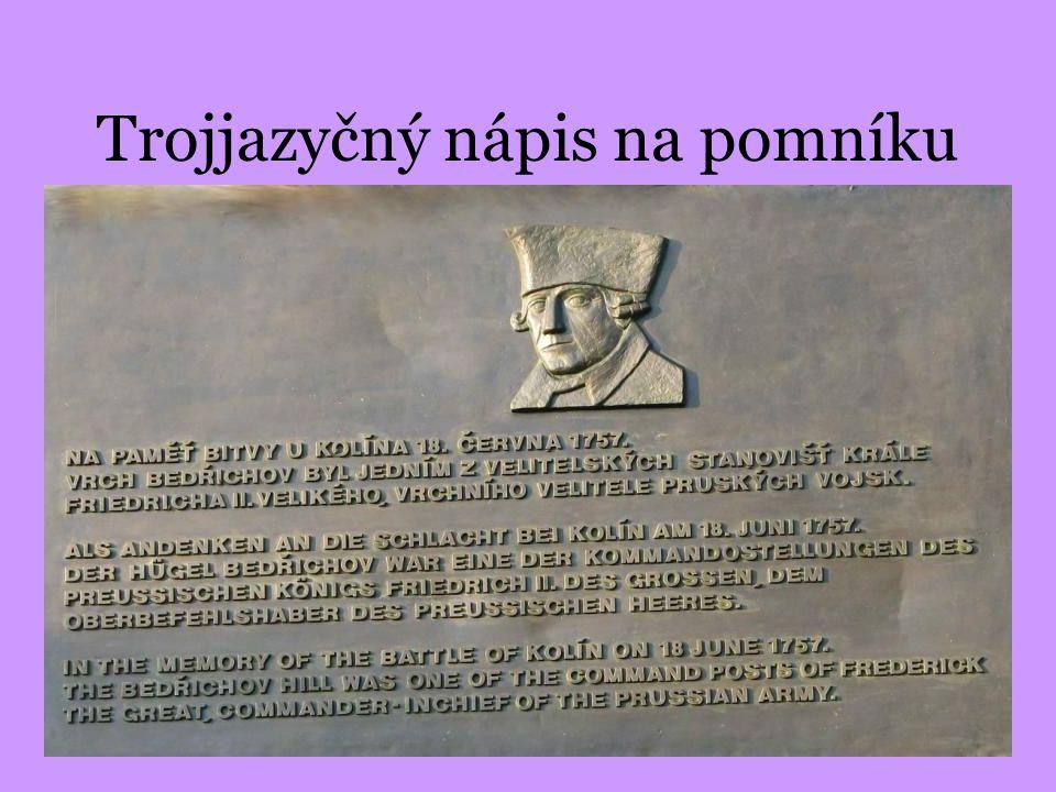 Trojjazyčný nápis na pomníku