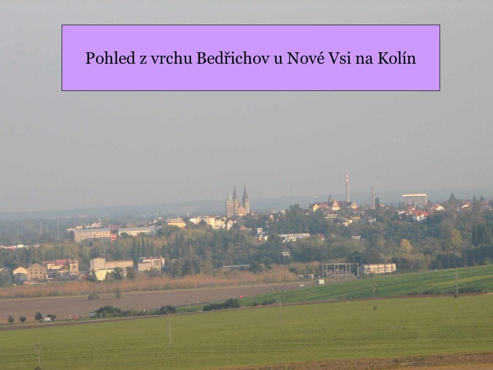 Pohled na Bedřichov od Křečhoře Fridrich se česky řekne Bedřich, proto vrch, kde stálo pruské vojko, kterému velel král Fridrich II, nese jeho jméno