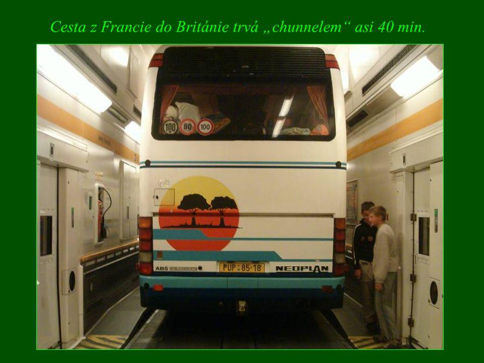 """Cesta z Francie do Británie trvá """"chunnelem asi 40 min."""