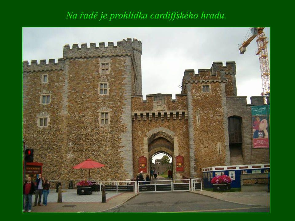 Na řadě je prohlídka cardiffského hradu.