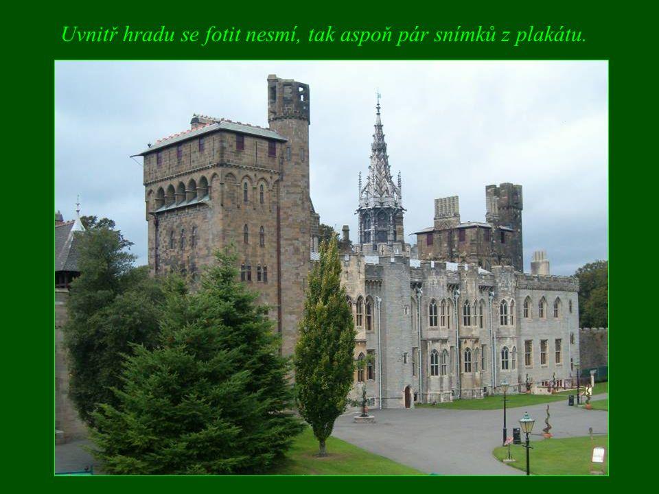 Uvnitř hradu se fotit nesmí, tak aspoň pár snímků z plakátu.