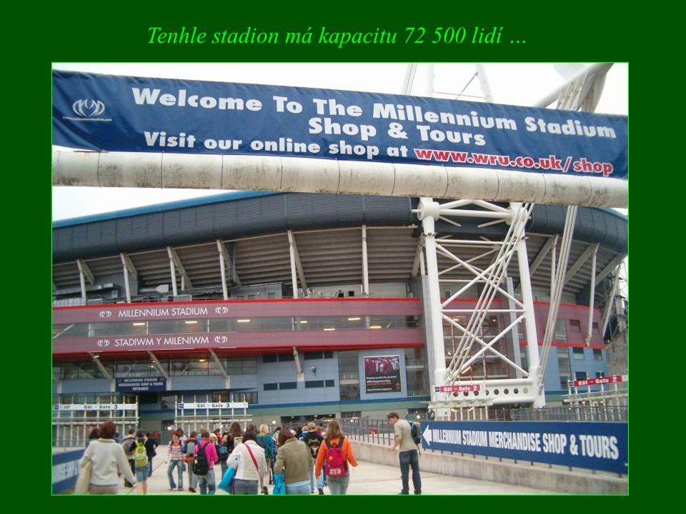 Tenhle stadion má kapacitu 72 500 lidí …