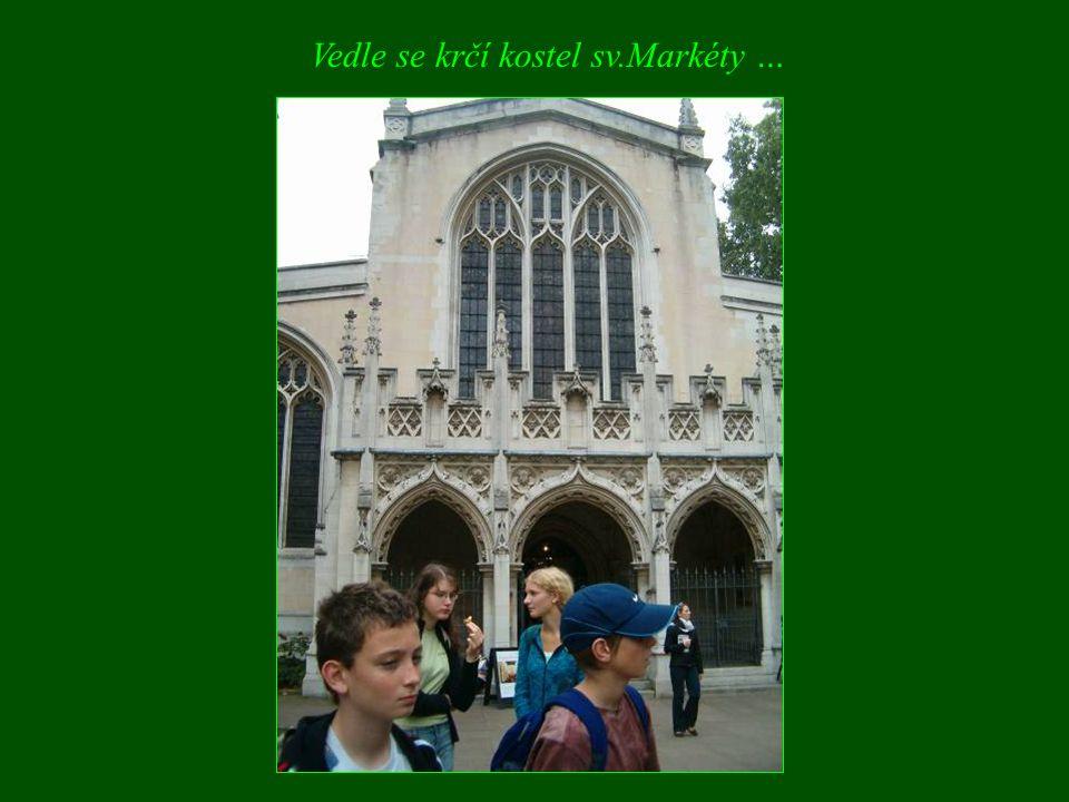 Vedle se krčí kostel sv.Markéty …