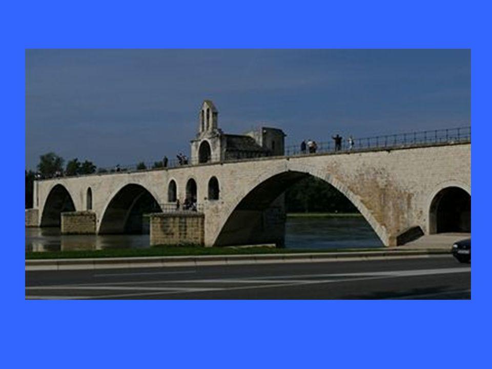 ve francouzském městě Avignon byl již ve středověku přes řeku Rhonu vystavěn kamenný most byl téměř 1 km dlouhý do dnešních dnů se z něho dochovalo po