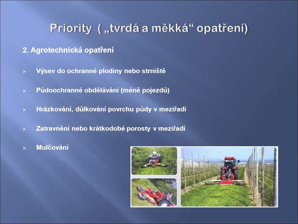2. Agrotechnická opatření  Výsev do ochranné plodiny nebo strniště  Půdoochranné obdělávání (méně pojezdů)  Hrázkování, důlkování povrchu půdy v me