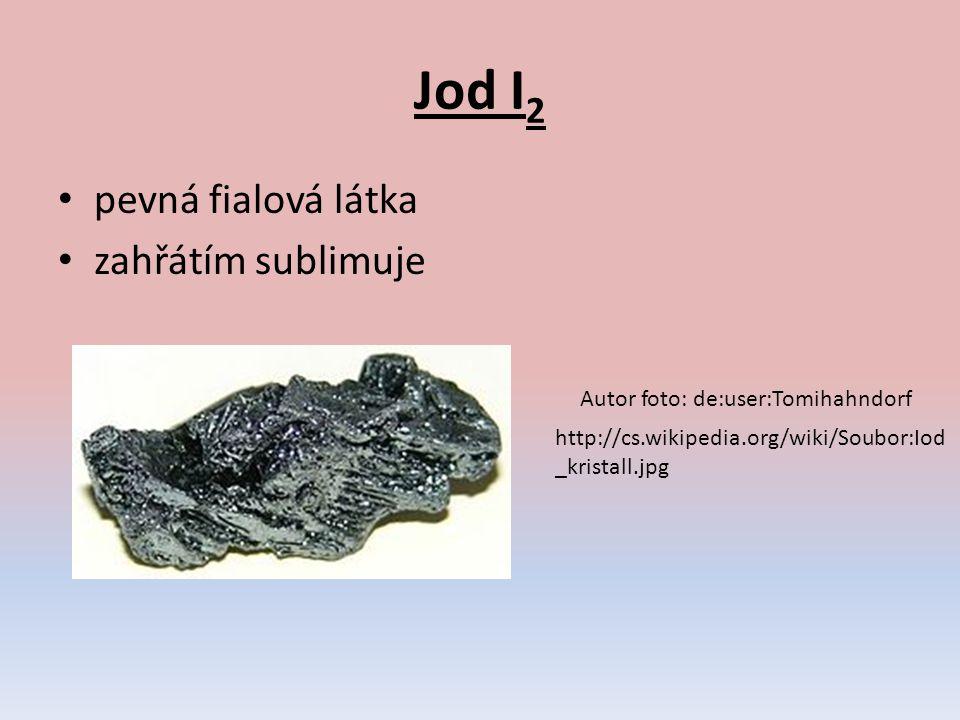 Je v mořských řasách a ve sloučeninách v mořské vodě.