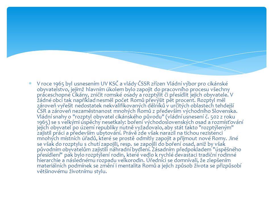  V roce 1965 byl usnesením UV KSČ a vlády ČSSR zřízen Vládní výbor pro cikánské obyvatelstvo, jejímž hlavním úkolem bylo zapojit do pracovního proces