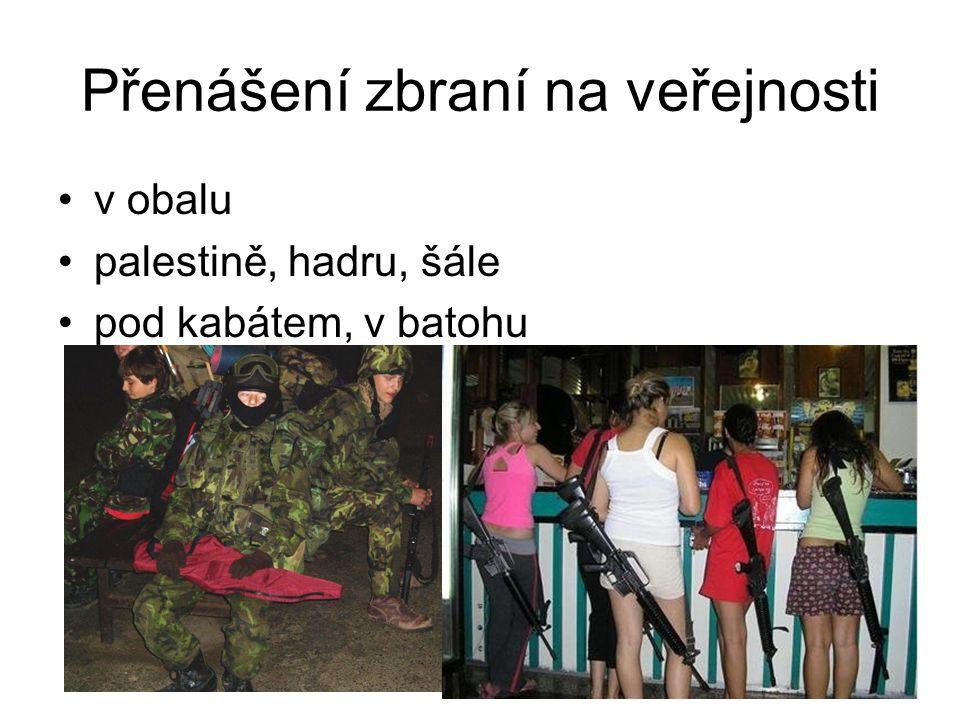 Přenášení zbraní na veřejnosti v obalu palestině, hadru, šále pod kabátem, v batohu