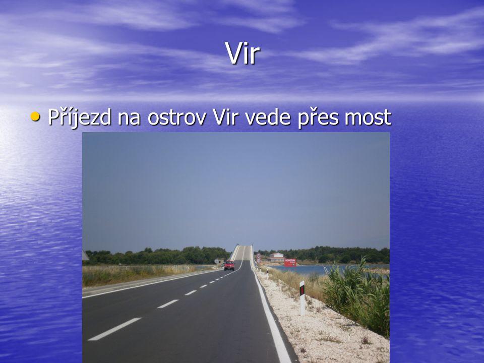 Vir Příjezd na ostrov Vir vede přes most Příjezd na ostrov Vir vede přes most
