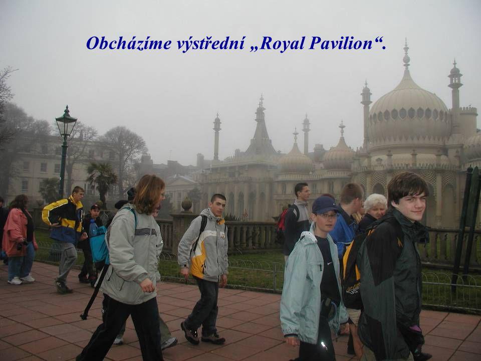 """Obcházíme výstřední """"Royal Pavilion ."""