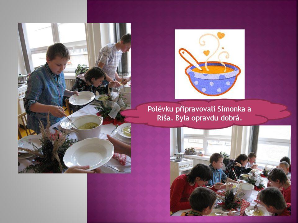 Polévku připravovali Simonka a Ríša. Byla opravdu dobrá.