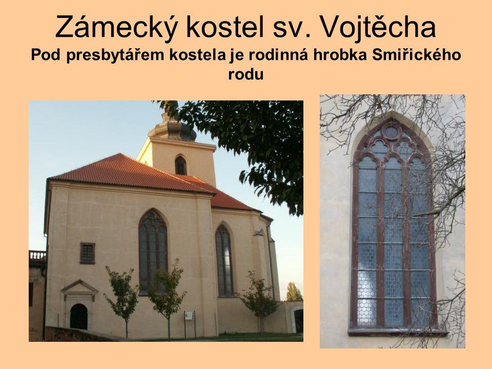 Zámecký kostel sv. Vojtěcha Pod presbytářem kostela je rodinná hrobka Smiřického rodu