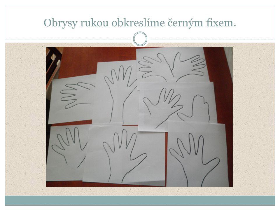 Obrysy rukou obkreslíme černým fixem.