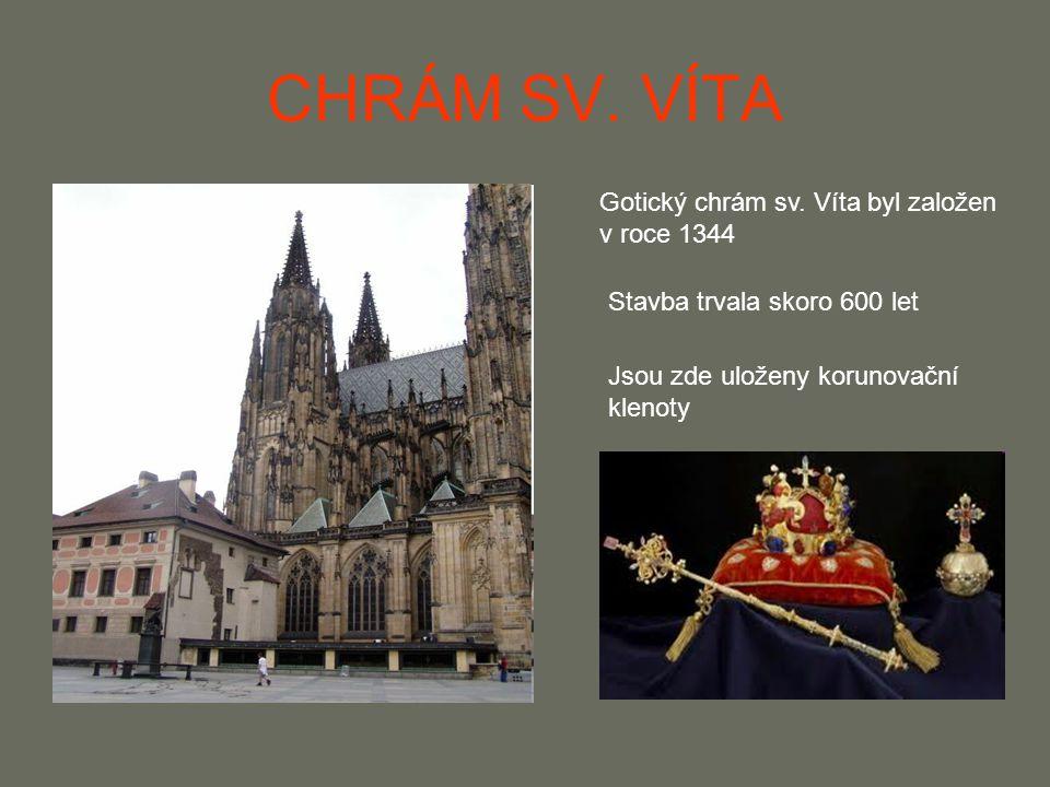 CHRÁM SV. VÍTA Gotický chrám sv. Víta byl založen v roce 1344 Stavba trvala skoro 600 let Jsou zde uloženy korunovační klenoty