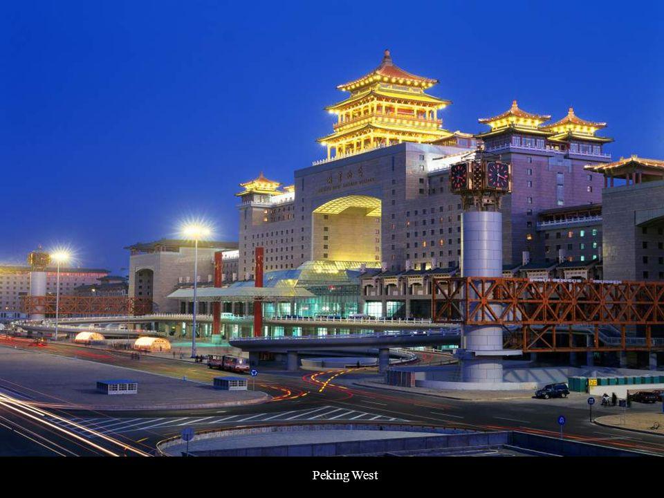 Celková délka železnice Qingzang je 1956 km.