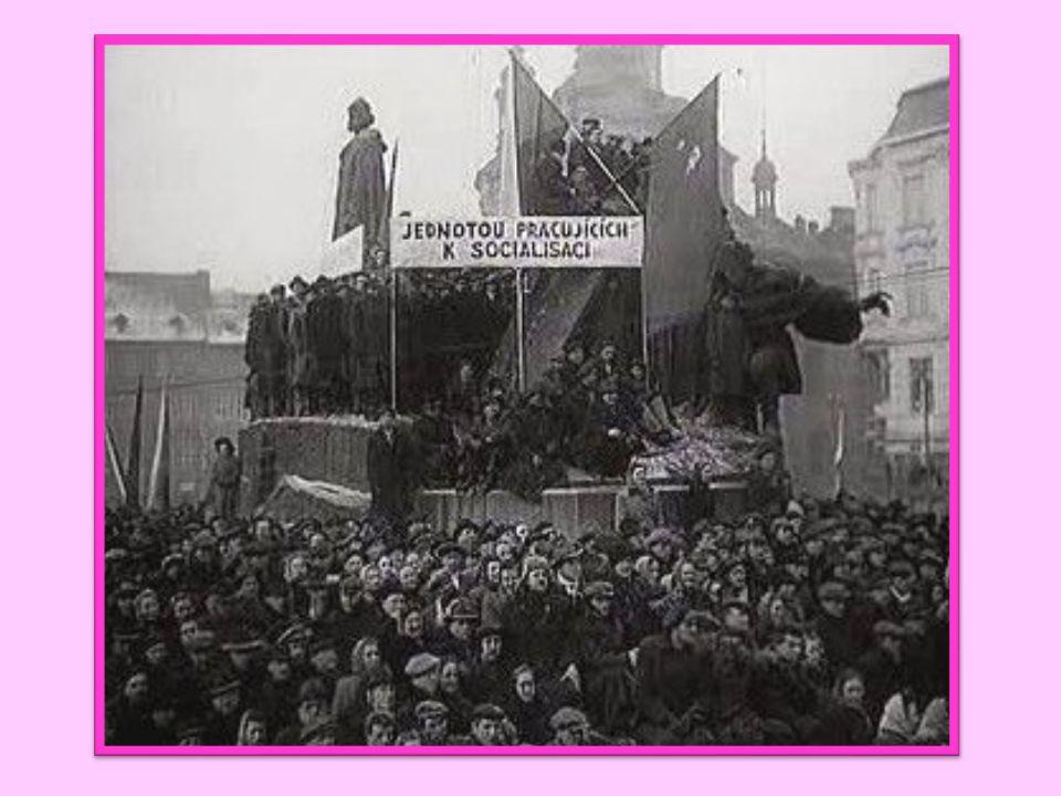Únor 1948 – komunistický puč komunisté odstranili všechny své odpůrce ve vládě převzetí veškeré moci ve státě znárodnění velkých továren, dolů, hutí,