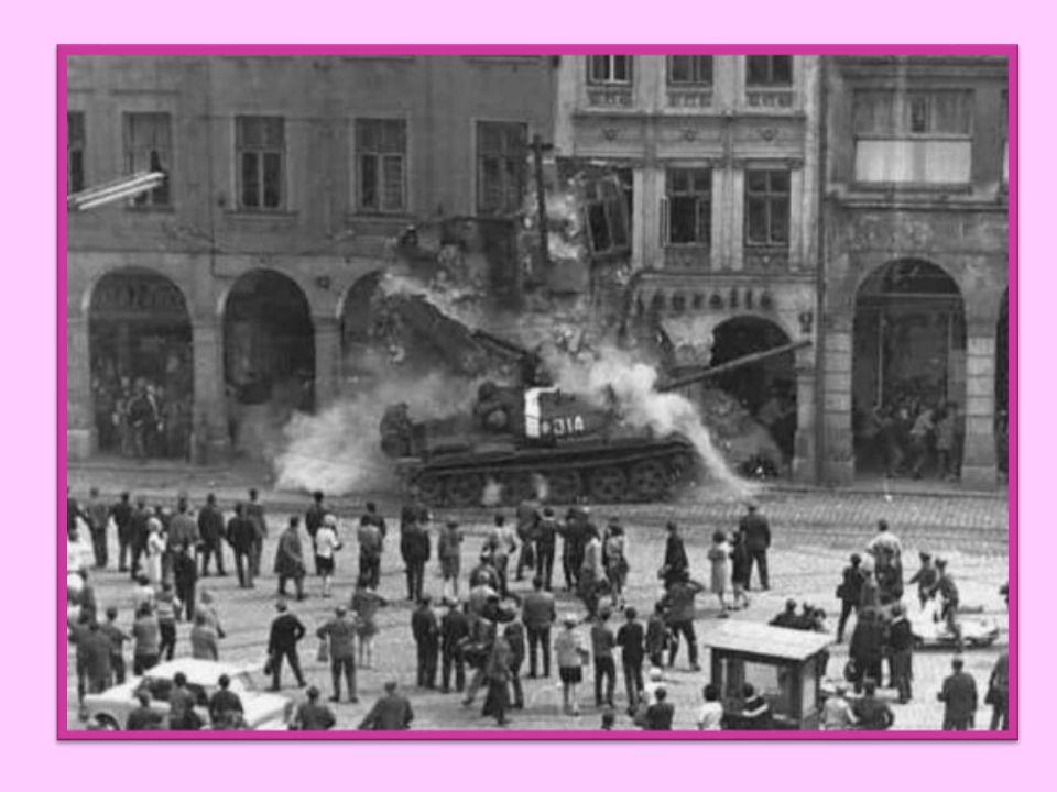 Okupace Československa nesouhlas sovětské vlády s vývojem v Československu 21. srpen 1968 vtrhla na naše území vojska pěti států v čele se Sovětským s