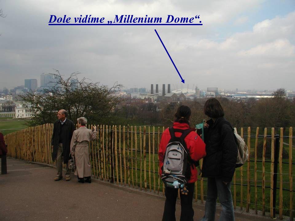 """Dole vidíme """"Millenium Dome""""."""