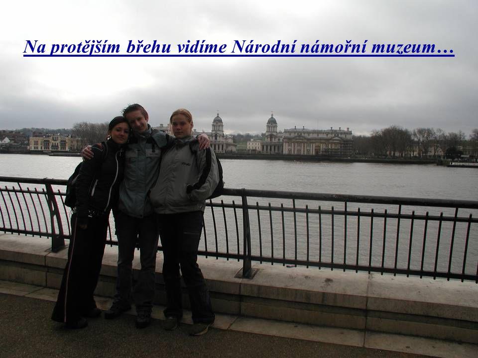 Na protějším břehu vidíme Národní námořní muzeum…