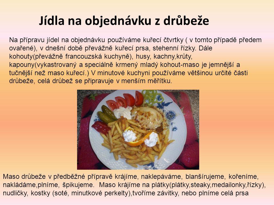 Jídla na objednávku z drůbeže Na přípravu jídel na objednávku používáme kuřecí čtvrtky ( v tomto případě předem ovařené), v dnešní době převážně kuřec