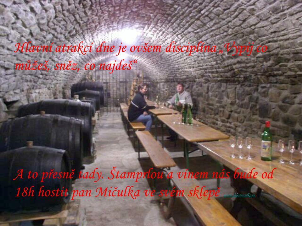 """Hlavní atrakcí dne je ovšem disciplína """"Vypij co můžeš, sněz, co najdeš"""" A to přesně tady. Štamprlou a vínem nás bude od 18h hostit pan Mičulka ve své"""
