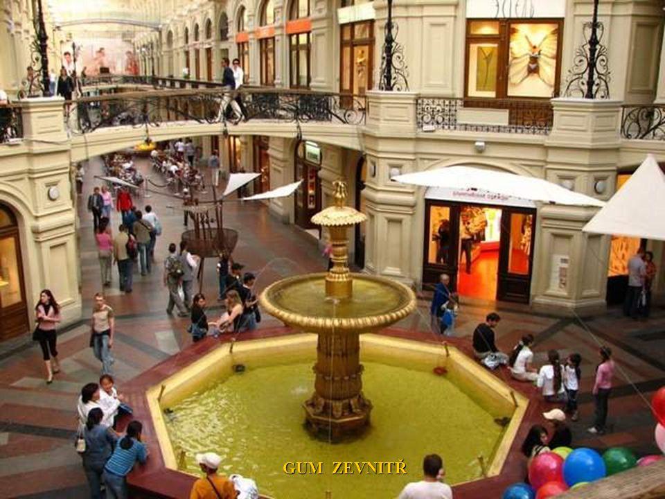 GUM Moskva je největší obchodní komplex v Rusku a jeden z největších na světě. Leží v centru města na Rudém náměstí.