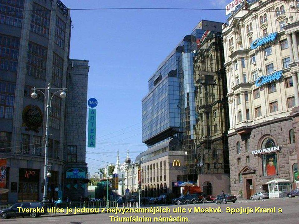 Tverská ulice je jednou z nejvýznamnějších ulic v Moskvě. Spojuje Kreml s Triumfálním náměstím.