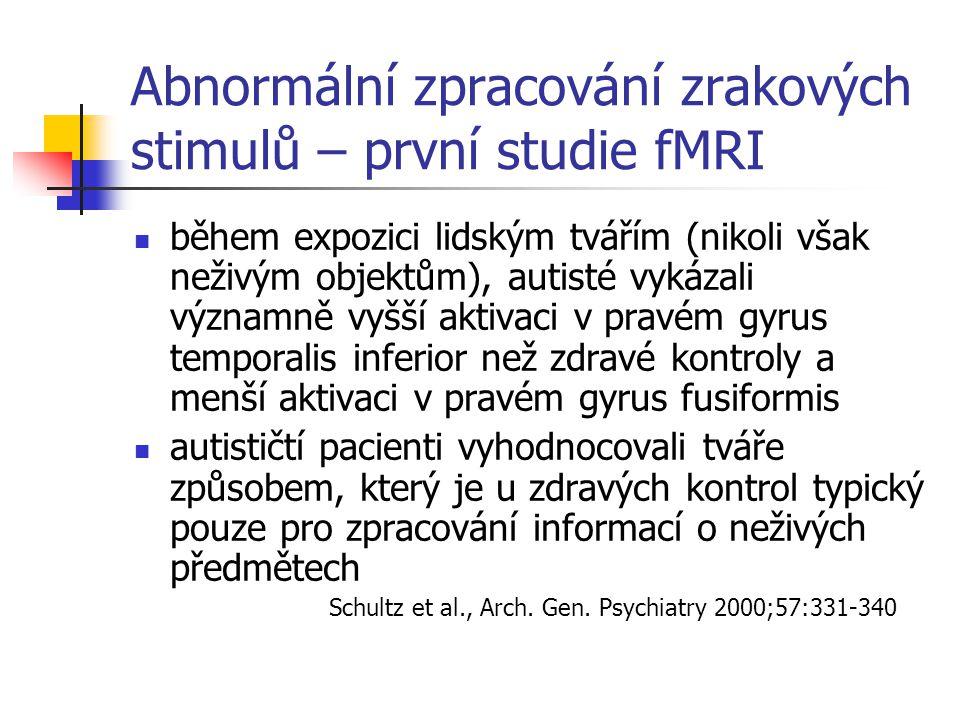 Abnormální zpracování zrakových stimulů – první studie fMRI během expozici lidským tvářím (nikoli však neživým objektům), autisté vykázali významně vy