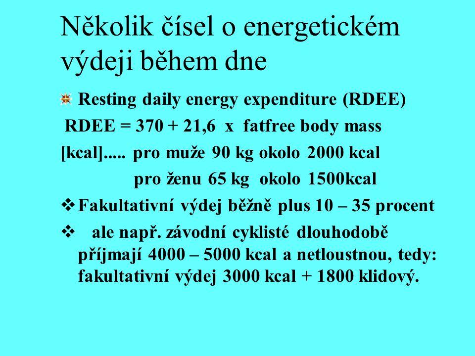 Několik čísel o energetickém výdeji během dne Resting daily energy expenditure (RDEE) RDEE = 370 + 21,6 x fatfree body mass [kcal]..... pro muže 90 kg